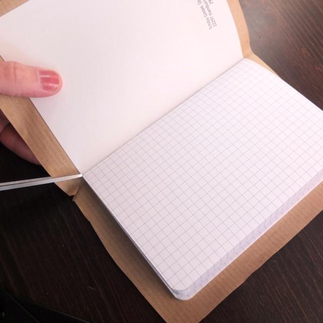 notizbuch_1_packpapier_eckenzurechtschneiden