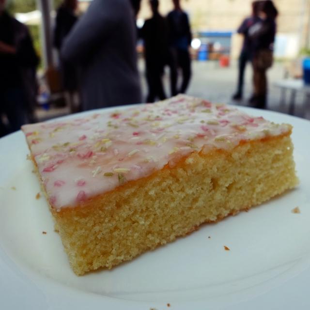 kuchen mit zuckerstreuseln